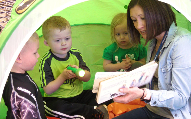 young children reading with ECFE Coordinator, Sara Nestor